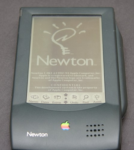 apple-newton-power-on